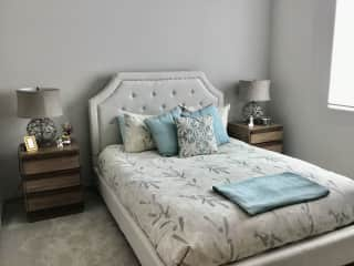 Guest room.Queen bed