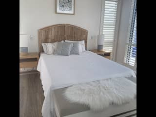 One of 2 guest bedrooms