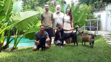 Jule , Tim and family with THS friends Lula, Linda and Billie in Bali