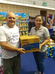 Kirk accepting a donation from FRISKIES at the Chiang Mai Pet Expo 2018 on behalf of Adopt Me-ow