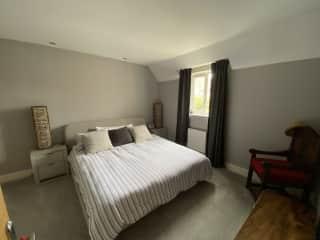 Super king en-suite bedroom