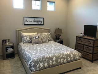 Guest room with en-suite bath. Queen bed