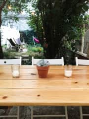 Backyard : table perfect for enjoying a meal or getting work done on a laptop