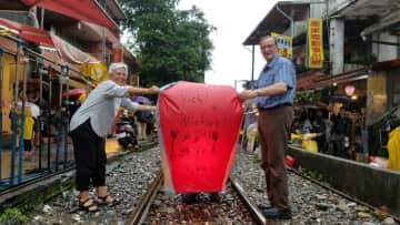 Uschi and Michael engaged in the local Taiwanese custom with hot air balloons