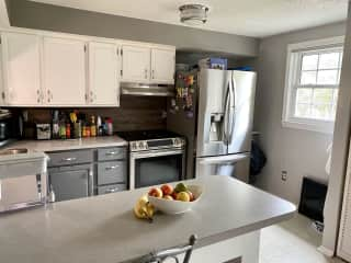 Fully equipped kitchen - electric range, dishwasher, fridge.