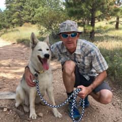 Erik and Lina hiking in Colorado