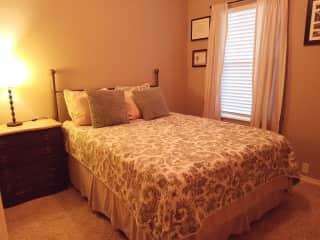 Guest Bedroom (queen)