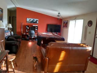 Larger livingroom with pool table