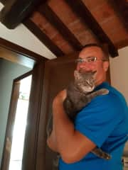 Inseparable Michel and Pippa. Petsitting in Umbria, 2016