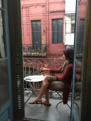 People watching in Buenos Aires. Equally comfortable and capable in a city apartment, suburban house, farm, or the country.