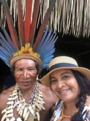 Com o Cacique na tribo dos Tatuias, no Amazonas