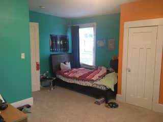 Kid Room (twin bed)