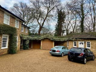 House & annexe. Separate self contained Annexe next door to house