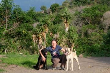 Walking Eva and Wally close to the Guatemalan jungle