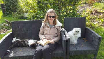 In the garden in companion of Lia and the neighbour cat Dana. :)
