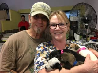 Willie and Jean at Mexican spay/neuter clinic