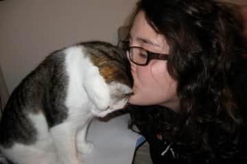 Head kisses for sweet Moe kitty <3