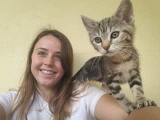 Montaine with an adorable kitten in the refugee where she volunteers in France