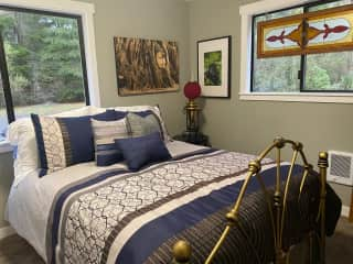 Guest room on the main floor with a twin bed.