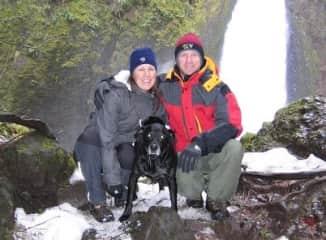 A snowy Oregon hike with Mingus