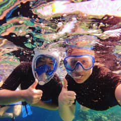 Marielle and Blanche snorkeling to the Maldives