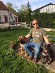 Taking care of two lovely dogs in France. Housesit in spring 2019.
