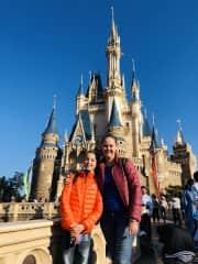 We love to travel. Disneyland Tokyo 16/4/19