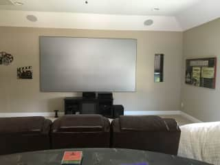 """Home Theater - 133"""" screen"""