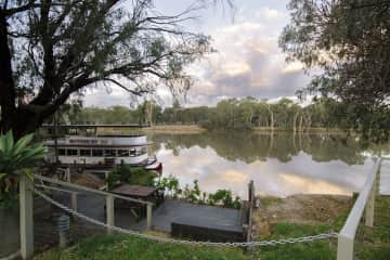 Property right on the banks of the Murray River