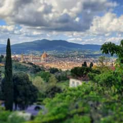 I've been living in Florence for the past 4 years. I love immersing myself in different cultures and feel at peace in the universality of nature