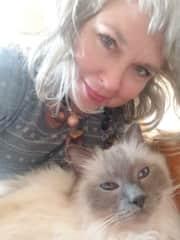 This ragdoll kitty melted my heart in Edinburgh!
