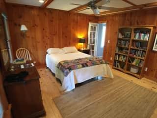 Downstairs Sitter bedroom w/ adjoining bathroom