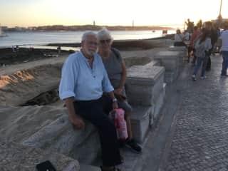 Sunset along Lisboa waterfront