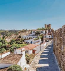 Nearby, 20 minutes drive away, our local village of Óbidos is surrounded by medieval walls and is full of book shops, restaurants & ginjinhas.