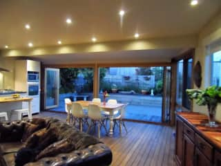 Living, dining & kitchen onto rear patio