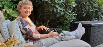 Ginger pet sitting in Medina, Washington. We could walk to an inlet of Lake Washington.