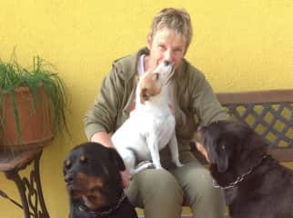 Gabrielle in Italie with Rottweiler and Jack Russel in 2012