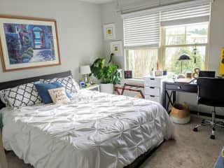 Guest room w/ office space