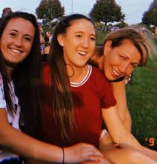 Sophie and Stella (twins, 19 and college students) and mom Shari