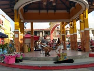 performing in Rincón