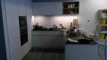 A small but perfectly formed kitchen. Great cooking space.