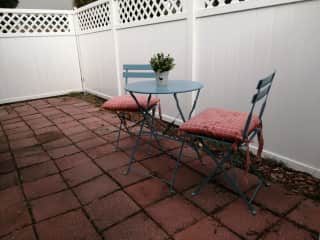 Cottage side patio