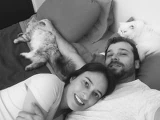 Me, Elaine (girlfriend), Ciso (grey cat) and Amora (white cat)