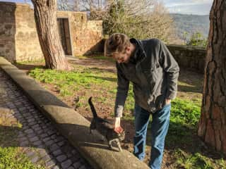 So many cute cats around the world! Here's Jeff meeting a new cat friend in Orvieto, Italy :)