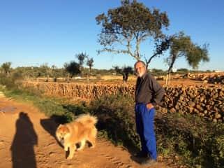 Paul and Jinga, a walk in the Algarve