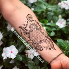 I'm a henna artist!