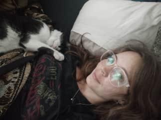 Anusch and her cat, Michi