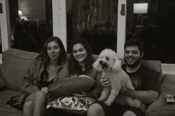 My daughther Emma with her cousins Alice and Felipe, with Pipoca (pop corn)