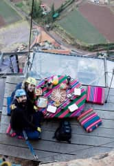 Having breakfast with a view - Skylodge in Peru