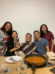 Kezia with her Family and her Cat Pizza from 2020!